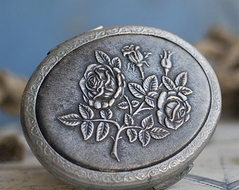 vintage makeup compact,  home decor, accessories, coolvintage, collectibles, mirror, metal patina, looks great, UA
