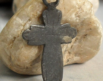 little antique or vintage cross, religion curcifix, faith christianity, coolvintage, metal patina, jewelry,  111