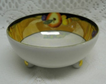 GORGEOUS AND UNIQUE Vintage 3 Footed Trinket dish - Bowl - Opalescent - Made in Japan