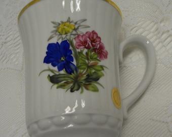LOVELY - Vintage Porcelain Floral Mug - ws - SCHLOBI WORTH - Switzerland - Shabby Cottage Charm
