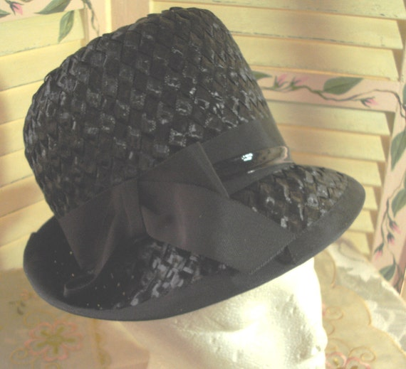 Vintage BLACK STRAW Brimmed Womans Hat - Stylish - Fashionable