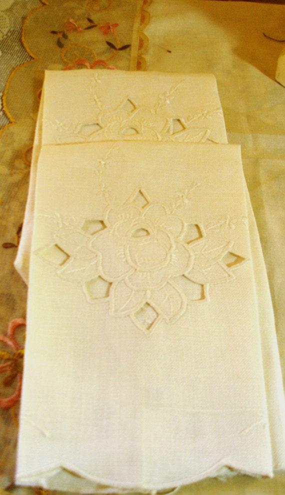 Vintage Set of 2 LINEN ROSE TOWELS - Tea Towels - Kitchen Towels - Embroidered - Cutwork Roses