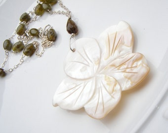 Green Garnet Hand Carved Shell Flower Necklace Jewelry