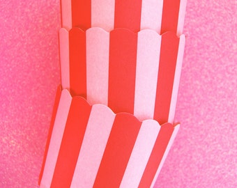 Scallop Baking Cups in Pink Stripes (12)