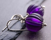 Deep purple - earrings of vintage glass beads
