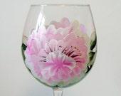 Verre de vin de pivoines rose peint à la main extra-large - avec cristaux Swarovski résistant au lave-vaisselle