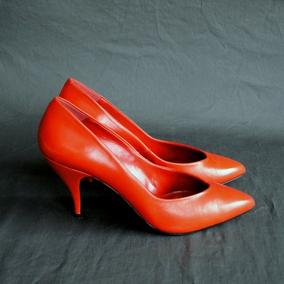 RESERVED SALE Lipstick Red 80s Pumps. Leather Stiletto. Pointy Toe. 8 or 8 and a Half.