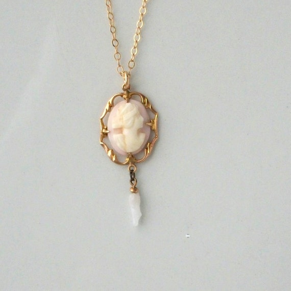 Victorian Cameo Lavalier Necklace. 10k Gold.
