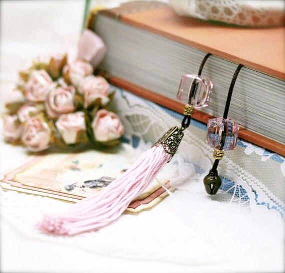 Carnation tassel book thong