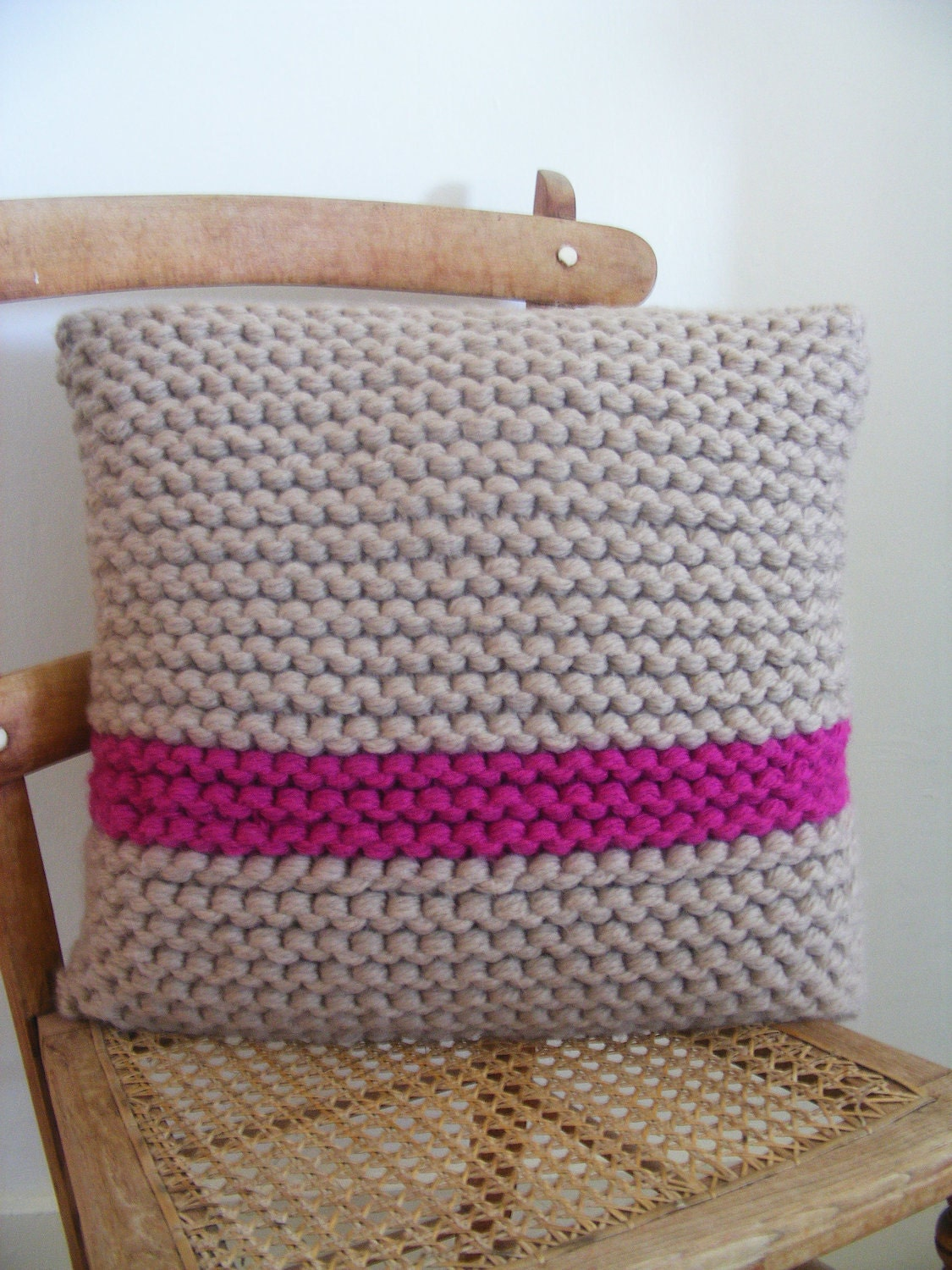 Hand knitted cushion cover with cushion inner 50x50cm