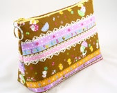 Mama duck on brown - 7.5 inches zipper pouch