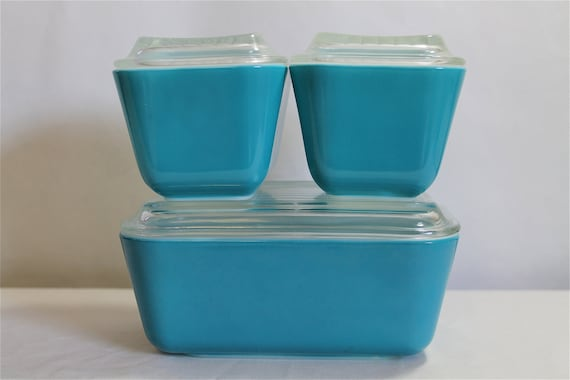 Pyrex Lidded Casserole Dishes, Set of Three in Primary Color Blue