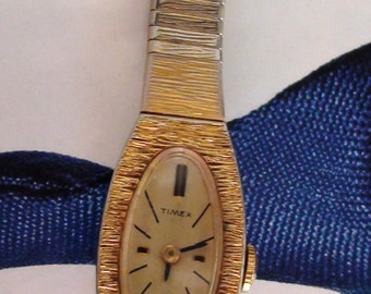 Timex  watch 17 JEWELS Working Bracelet Wind Up  Mechanical  Fits Medium wrist Delicate