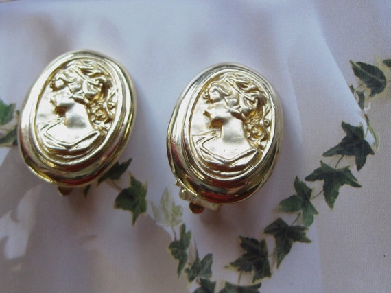 Vintage 22k Gold  Finish Cameo Clip Earrings Excellent condition International shipping  On SaLe Now