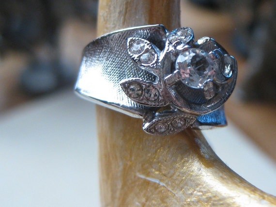 Cluster Ring Diamond Cz Austria Crystals Swirl Ring In 18kt Gold Rhodium HGE SIZE 8 signed