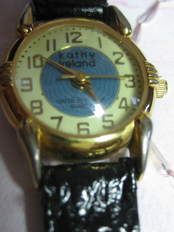 Vintage KATHY IRELAND  Bubble Dome Watch Ladies Dome REtro from 1980's  BIG Numerals On SaLe Now