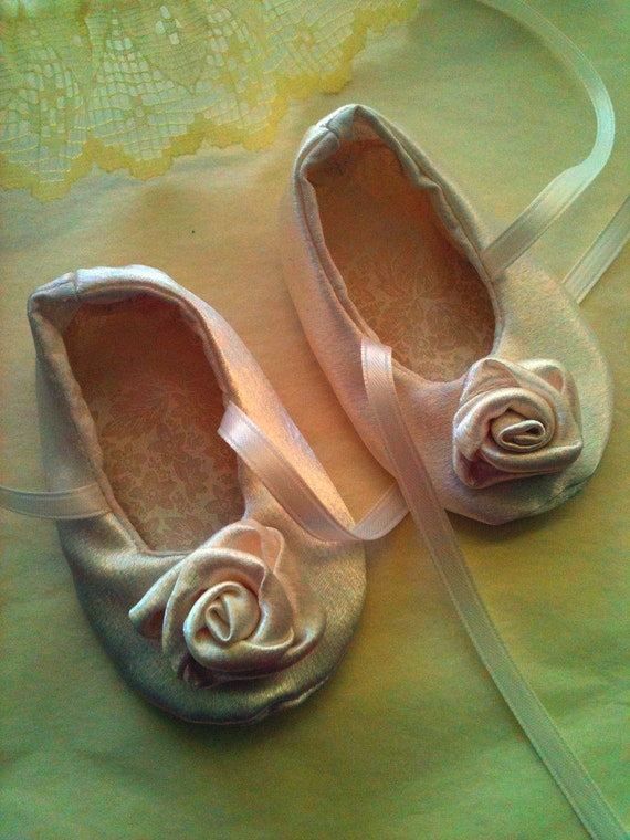 Cream Rose Shoes Sizes 0-18 months perfect for weddings, christenings, parties
