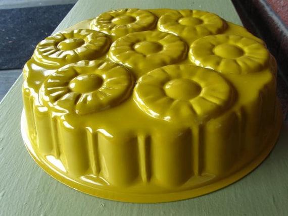 Vintage Yellow Pineapple Upside Down Cake Pan Enamel By