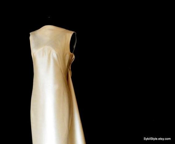Sleek and Elegant 1960s Shantung Wedding Gown Assymetrical Train Must See