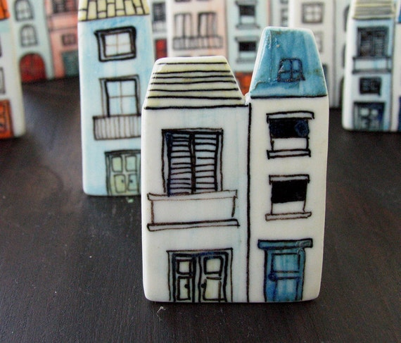Two houses porcelain brooch 2