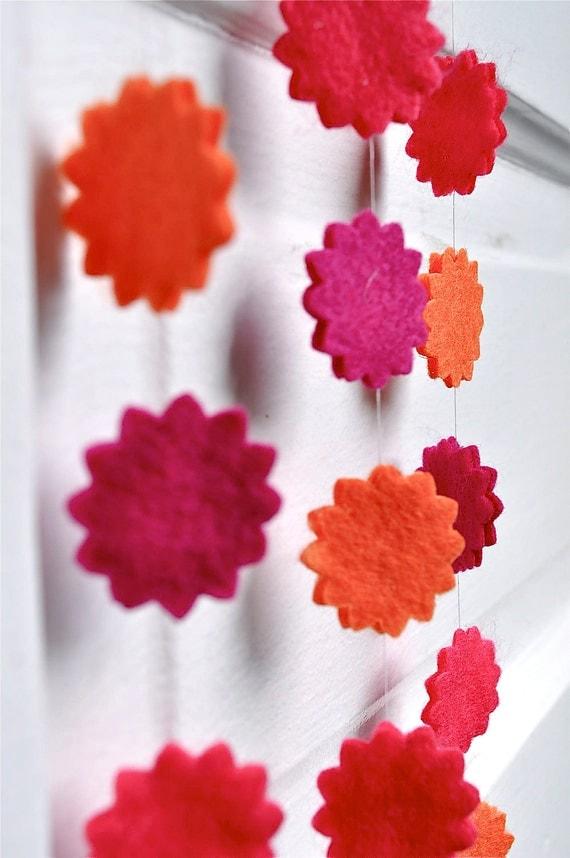 Sunbursts garland in fuchsia, strawberry and orange felt. Home decor, office, bedroom, desk. Mini garland.