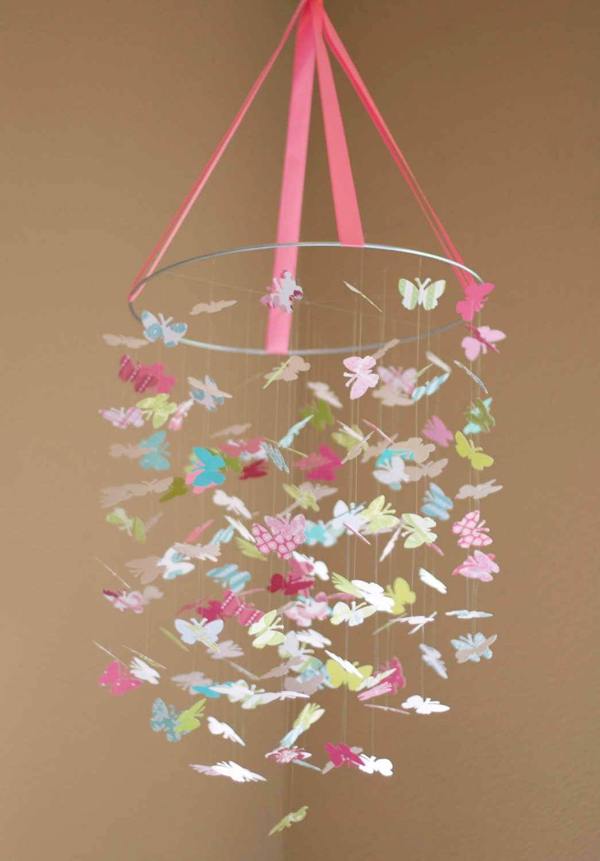 Люстра своими руками из бумаги с бабочками