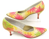 Spring in Your Step - Vintage 1950s Stiletto Heels, Pastel Pink / Green Flowers, UNWORN Size 10 AAAA Shoes, Town & Country Fabric Pumps