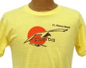 "Into the Sunset - Vintage 1980s Ft. Walton Beach Florida Souvenir T-Shirt, Seagulls & Orange Sun, Yellow Cotton Poly, Size Extra Large, 40"""