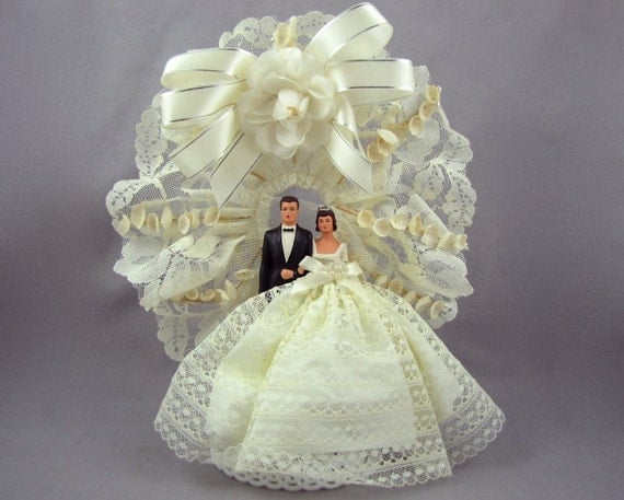 Here They Come - Vintage 60s Bride and Groom Wedding Cake Topper with Huge Skirt, Lace, Ribbon, Brunettes