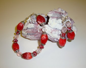 Red and a Hint of Pink Bracelet and Earring Set