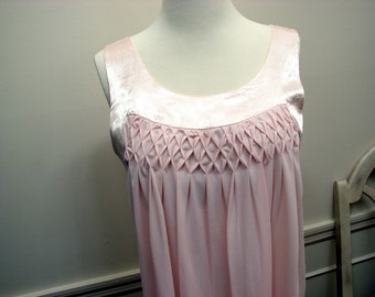 Vintage 1960's Soft Pink Short Night Gown by Twilighter Size  40