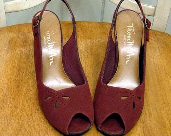 Vintage 70s Vegan 4 Inch Peep Toe Heels in Burgundy by Thom McAn Size 7.5