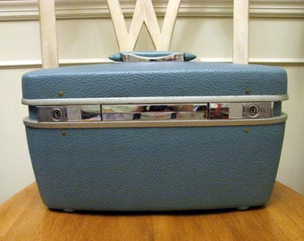 Vintage 60s 70s Turquoise Royal Traveller by Shwayder Bros Train Case Free US Shipping