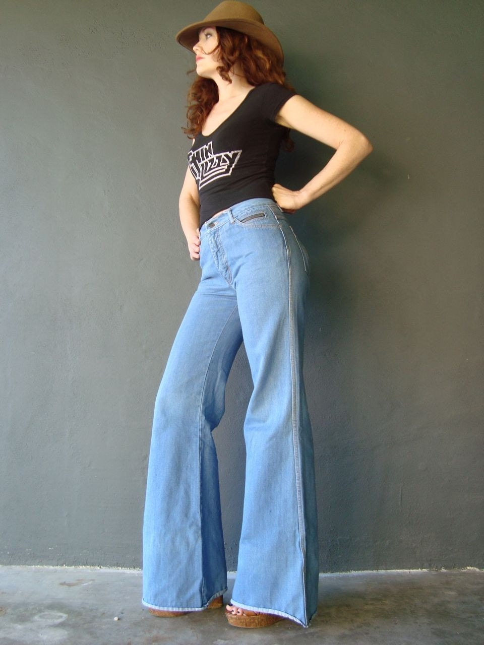 1970's bell bottom high waisted jeans size SMALL