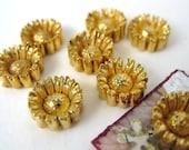 Vintage Daisy Flowers Cabochons. Gold Metallic, Japan, 10mm pcb0132 (8)