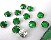 Vintage Rose Montees. Emerald Jewels Sew Ons, Beads or Buttons 5mm vgb0305 (12)