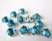 Vintage Rose Montees. Aqua Jewels Sew Ons, Beads or Buttons 5mm vgb0307 (12)