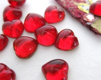 Vintage Glass Cabochon. Siam Ruby Heart, Tiny Red 7mm gcb0232 (12)