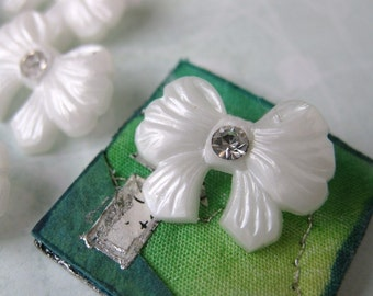 Vintage Rhinestone Buttons, Pearl Bows, White, Shank, Austria 1950s, but0089 (6)