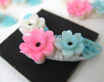 Vintage Plastic Cabochon, Pink Blue White Winged Flowers, Japan, Hand Painted, 30mm pcb0106 (4)