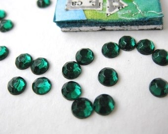 Vintage Rhinestones. Emerald Chaton Roses, Flat Foiled Back, 4mm rhm0006 (100)
