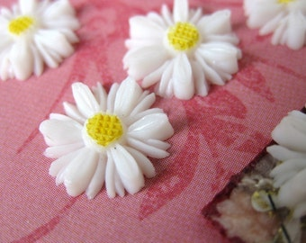 Vintage Cabochon Flower Daisy White Yellow Painted Japan Carved Effect 12mm pcb0114 (6)