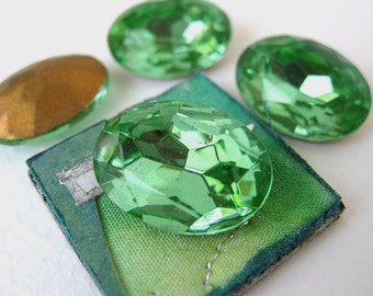 Vintage Glass Rhinestone Jewel. Peridot Green Oval Faceted Foiled 18x13mm rhs0049 (2)