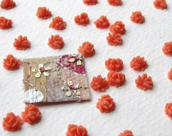 Vintage Plastic Flower Cabochons. Coral Roses, 7mm pcb0001 (10)
