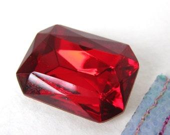 Vintage Glass Rhinestone Jewel. Siam Ruby Octagon Faceted Foiled 25x18mm rhs0141 (1)
