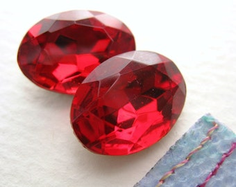 Vintage Rhinestone Siam Ruby Red Oval Faceted Glass Jewel Foiled 18x13mm rhs0160 (2)