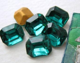Vintage Glass Rhinestone Jewel. Emerald Green Octagon 10x8mm Czech rhs0172 (6)