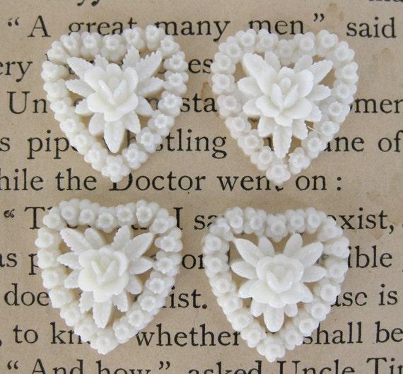 Vintage Plastic Flower Cluster Cabochon, White Rose Hearts, 18x16mm pcb0057 (4)
