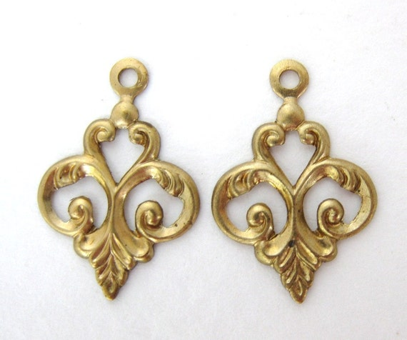 Vintage Brass Drop Victorian Style Scroll Leaf Charm Finding 19mm drp0016 (2)