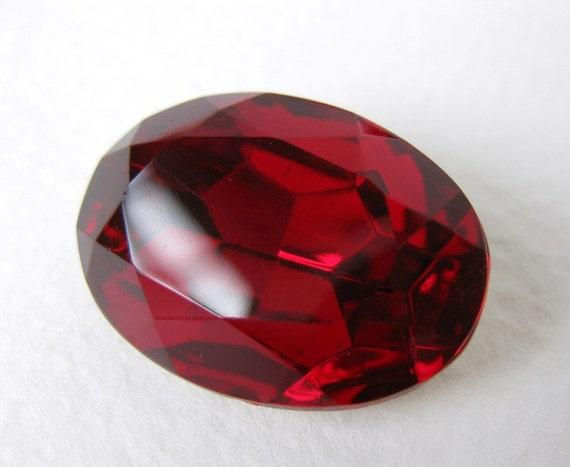 Vintage Glass Rhinestone Siam Ruby Oval Faceted Foiled Jewel 25x18mm rhs0277 (1)